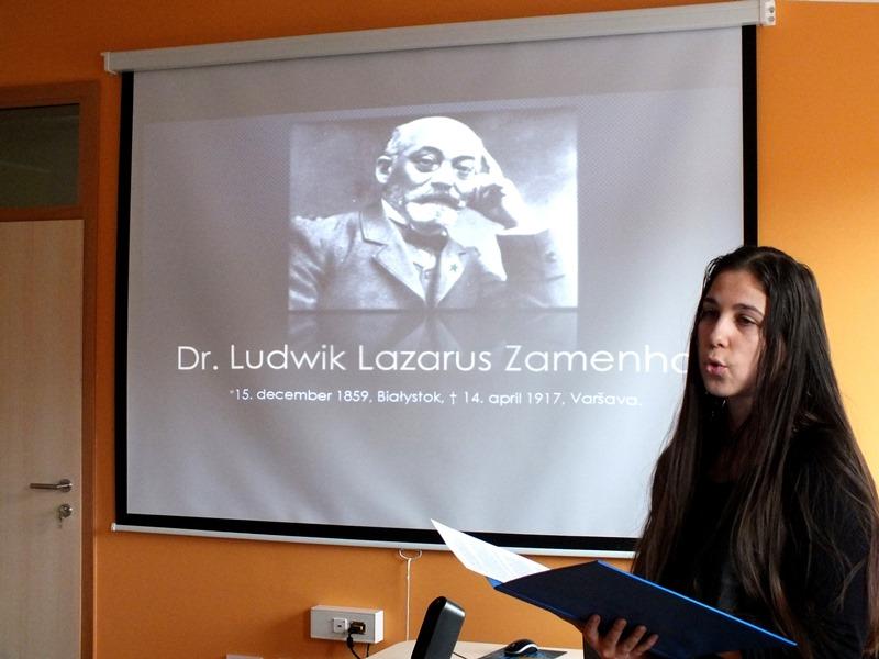 V nadaljevanju je Karmen Lešnik na kratko opisala življenje dr. L. L. Zamenhofa (Foto: Zdravko Kokanović)