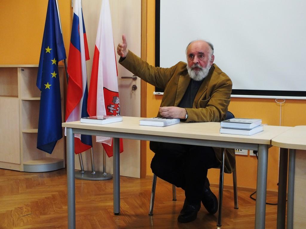 Vinko Ošlak je spregovoril o svojem prevodu knjige Prežihovega Voranca - Doberdob v esperanto (foto: Zdravko Kokanović)