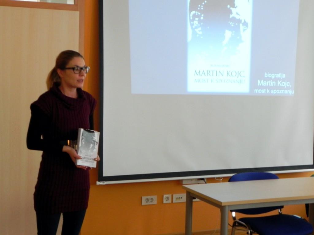 Helena Srnec je predstavila biografijo, ki jo napisala: Martin Kojc, most k spoznanju (Foto: M. Vetrih)